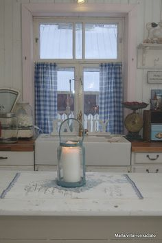 pretty blue and white kitchen.....would be pretty with my Currier & Ives theme