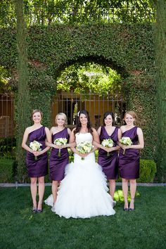 Short purple bridesmaid dresses with white and yellow rose bouquets | villasiena.cc