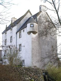 Aiket Castle landes were held by the Cunninghams.  Alexander Cunningham of Aiket took part in the murder of Hugh Montgomery, fourth Earl of Eglinton, in 1586.