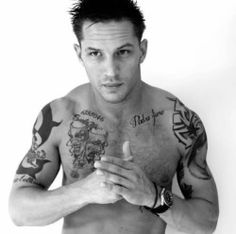 Tom Hardy photoshoot at The Groucho club, London Most Beautiful Man, Gorgeous Men, Pretty Men, Beautiful People, Mad Max, Tom Hardy Shirtless, Tom Hardy Tattoos, Tom Hardy Hot, Men's Toms