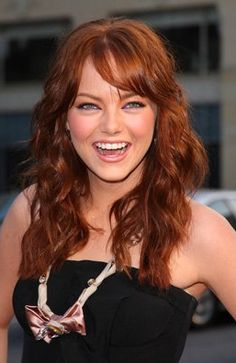 Emma Stone Photos - Actress Emma Stone attending the photocall for her new film 'Easy A' in Berlin, Germany. - Emma Stone At The 'Easy A' Berlin Photocall Emma Stone Bangs, Emma Stone Hair Color, Hair Color And Cut, Actress Emma Stone, Medium Curls, Alicia Vikander, Her Hair, Redheads, My Idol