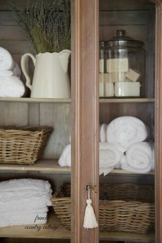 8 Simple storage and organizing Ideas - French Country Cottage French Country Bedrooms, French Country Cottage, French Country Style, French Country Decorating, Country Farmhouse, Country Bathrooms, Swedish Farmhouse, Red Cottage, Rustic French