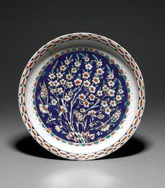 Pottery dish - Iznik, Turkey - Ottoman dynasty, 16thC