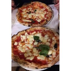 "79 Beğenme, 3 Yorum - Instagram'da Sara B. (@sarita.ba8): ""L A  P I Z Z A . #napoli #concettinaaitresanti #sempreesololei #pizza#napolifoodporn #happiness…"""