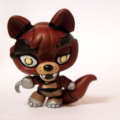 ^_^ I used a fox head for him and a musical note panda for the body. Hope all you Foxy fanboys and -girls like him too! Foxy from FNAF LPS custom Little Pet Shop, Little Pets, Totoro, Custom Lps, Best Christmas Toys, Lps Toys, Lps Littlest Pet Shop, Cute Costumes, Cute Art