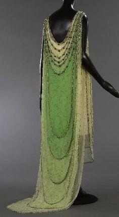 D&D elf costume idea. Dress Madeleine Vionnet, 1924 Musée Galleira de la Mode de la Ville de Paris.