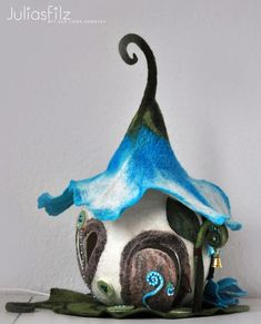 """This could be a cute """"paper"""" fairy house. Fairy Tree Houses, Clay Fairy House, Fairy Garden Houses, Gnome House, Wet Felting, Needle Felting, Clay Crafts, Felt Crafts, Felt House"""