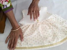 Baby frock cutting and making , for 1 year baby. baby frock cutting and stitching video in hindi. Baby Frock Pattern, Frock Patterns, Baby Dress Patterns, Sewing Patterns Girls, Frocks For Babies, Frocks For Girls, Kids Frocks, Diy Party Wear, Girls Dresses Sewing