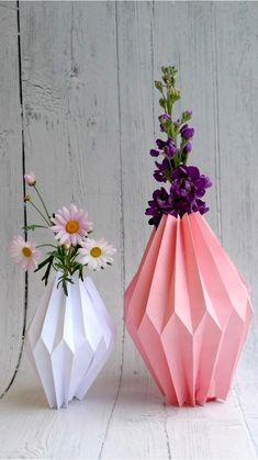 """117 likerklikk, 4 kommentarer – Kreative Idéer+DIY+Smarte Tips (@kreativeideer.no) på Instagram: """"2 papirark blir til en vase på et par minutter. Kan også brukes som lampeskjermer på LED-lys."""" Vase, Home Decor, Decoration Home, Room Decor, Flower Vases, Interior Design, Vases, Home Interiors, Flowers Vase"""