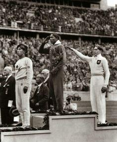 Jesse-Owens-wins-gold-in-Nazi-Germany-1936-839x1024