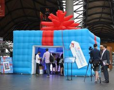 Inflatable Promotional Christmas Present for the Be Present promotion #bepresent www.bepresent.net.au