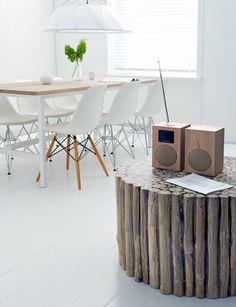 woonkamer met houten stereo