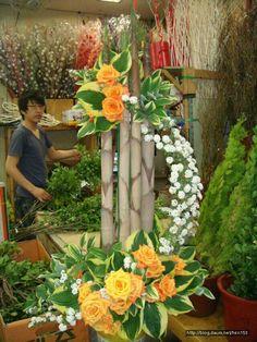 Contemporary Flower Arrangements, Tropical Flower Arrangements, Ikebana Flower Arrangement, Church Flower Arrangements, Tropical Flowers, Altar Flowers, Church Flowers, Funeral Flowers, Deco Floral
