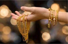 Vydala som sa za staršieho muža. Čo najviac ľutujem? - Akčné ženy Silver Prices Today, Gold Futures, Gold Value, Types Of Gold, 14k Gold Jewelry, Gold Price, Carat Gold, Pure Products, Bollywood