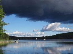 Synkkä pilvi ja sininen taivas Kummallinen sää Finland, Landscapes, River, Mountains, Nature, Photography, Outdoor, Paisajes, Outdoors