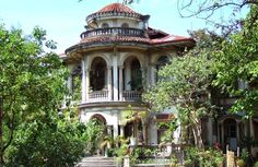 Iloilo City Heritage Mansions and Houses In Photos ~ Consing Mansion Philippines Cities, Visit Philippines, Philippines Culture, Village House Design, Village Houses, Iloilo City, Philippine Architecture, Filipino House, Philippine Houses