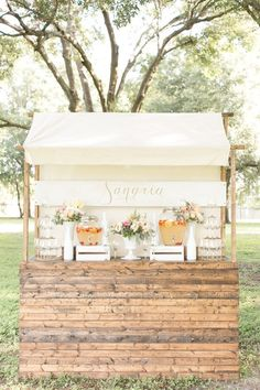 Sangria station or just a beautiful setup for any party/dessert/drink station Sangria Bar, Sangria Wedding, Mimosa Bar, Party Fiesta, Festa Party, Rustic Wedding, Wedding Reception, Beer Wedding, Chic Wedding