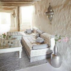 1 le bon coin salon marocain avec meubles beiges tapis gris clair et murs blancs dans la maison moderne