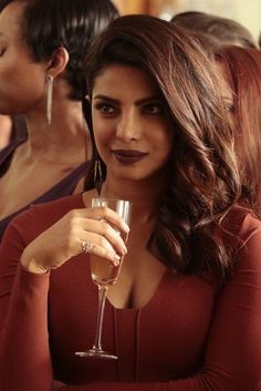 On Quantico Season 2 Episode Caleb helps out the task force, while Owen comes up with a daring plan to stop the collaborators. Quantico Priyanka Chopra, Priyanka Chopra Makeup, Priyanka Chopra Hot, Indian Celebrities, Bollywood Celebrities, Bollywood Actress, Actress Priyanka, Quantico Season 2, Provocateur