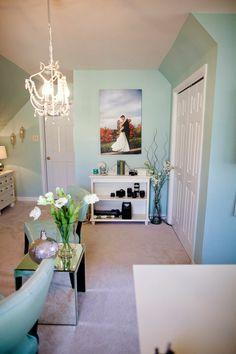 Wandfarbe Türkis Kronleuchter Zimmergestaltung