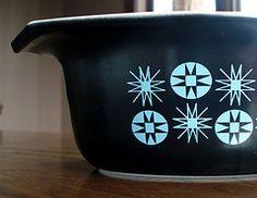 Vintage Pyrex Casserole - Design Name??
