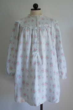 LANZ OF SALZBURG Vintage Floral Print Eyelet Lace Flannel Nightgown $25