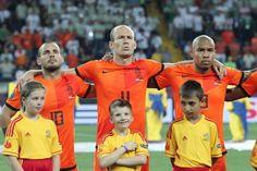 Sneijder and De Jong rejoins Netherlands' squad