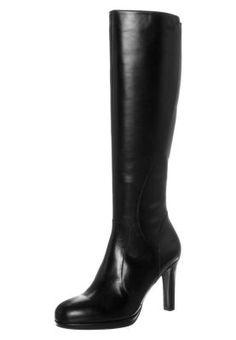 cd5cd174e0a43 27 meilleures images du tableau Chaussure bottes   Chaussures de ...