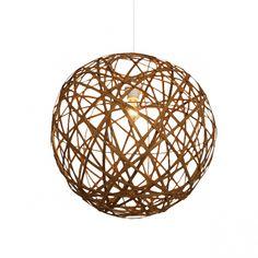 Un éclairage léger et sculptural qui offre un style et une présence sans obstruction visuelle.