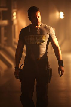 Guy Pearce as Snow in Lockout. He looks amazing in this movie!
