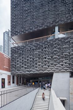 Image 6 of 11 from gallery of Tai Kwun, Centre for Heritage & Art / Herzog & de Meuron. Photograph by Iwan Baan Hong Kong Architecture, Cultural Architecture, Futuristic Architecture, Facade Architecture, Contemporary Architecture, Richard Rogers, Facade Pattern, Patio Grande, Cladding Systems