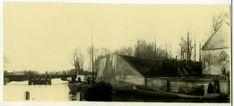 Groningen, Noorderhaven : ingang Reitdiep met overblijfsel vestingwal : geheel rechts een deel van de scheepstimmerwerf ca 1900