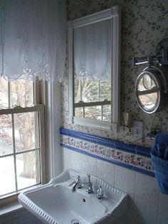 1802 House Bed and Breakfast Inn: York Rooms bathroom