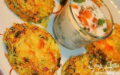 Диетические оладушки из кабачков. кабачок 3 шт. морковь 2 шт. яйцо 3 шт. кинза свежая 1 пучок лук репчатый 1 головка специи 2 ч. л. сыр 100 г