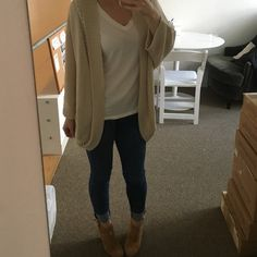 LF cardigan Beautiful LF cardigan in new condition. Worn twice. Knit detail as seen in photos. Size s/m. I'm 5'2 for reference LF Sweaters Cardigans