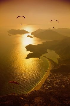 Sunset is the best time for #Paragliding in #Oludeniz #Turkey! Who does mind? :-)