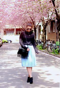 Midi Skirt Asos light blue vintage kitten heel ankle boots outfit streetstyle cherry blossom street berlin spring knitted turtleneck sweater spring looks