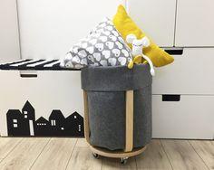 Im Handumdrehen einen raffinierten Filz Utensilo basteln - ganz ohne nähen! Ein ausgefallener IKEA Hack mit dem FROSTA Hocker. Die Anleitung gibt's hier!