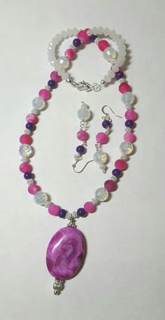 Fuschia and white beaded pendant necklace  BethExpressions.etsy.com