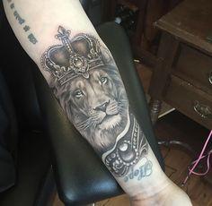 Lion Tattoo Design, Tattoo Designs, Tattoo Ideas, Lion Tattoo Sleeves, Sleeve Tattoos, Arm Tattoo, Street Art, Arms, Beauty