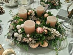 Christmas Advent Wreath, Christmas Rose, Christmas Decorations To Make, Winter Christmas, Christmas Crafts, Advent Wreaths, Art Floral Noel, Christmas Tablescapes, Christmas Inspiration