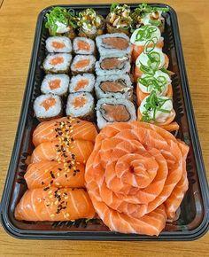 Think Food, I Love Food, Good Food, Yummy Food, Sushi Recipes, Food Goals, Cafe Food, Aesthetic Food, Food Cravings