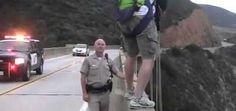 La polizia prova a fermarlo ma senza successo