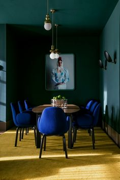 Dark Green Dining Room Best Of are Dark Green Walls the New White Walls Short Answer We Green Dining Room, Dining Room Design, Contemporary Home Decor, Modern Interior Design, Luxury Interior, Room Interior, Home Modern, Luxury Decor, Rustic Modern