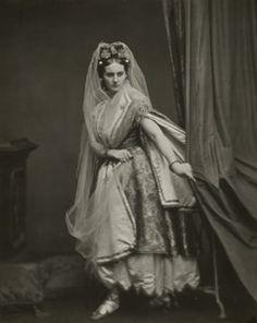 25 Stunning Photographs Of Countess De Castiglione
