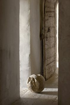wood and white-washed walls...perfect harmony ! so peacefull...