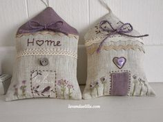 Lavanda e Lillà: Casette e Sacchettini Profumati di Lavanda Lavender Bags, Lavender Sachets, Lavander, Cross Stitch Embroidery, Hand Embroidery, Sewing Crafts, Sewing Projects, Handmade Home, Handmade Gifts