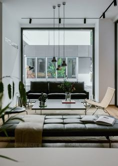 Danish brand Fritz Hansen has opened a showroom in Shanghai's Jing'an district, which is the brand's latest outpost in China. Located in the ShanKang Li lifestyle and dining hub, the 220-square-metre showroom is decorated in a palette of beige, white and rose.
