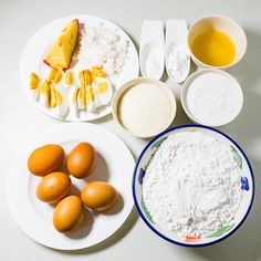 In making the base for this Homemade Bibingka Recipe, you have choice of whether to make the rice dough or the galapong from scratch or buy from wet market. Pinoy Food Filipino Dishes, Filipino Desserts, Asian Desserts, Filipino Recipes, Asian Recipes, Bibingka Recipe, Dessert Dishes, Rice Cakes, International Recipes