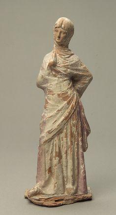 Femme drapée voilée provenant de Tanagra, Béotie, vers 330-300 av. J-C, musée du Louvre inv. MNB 584